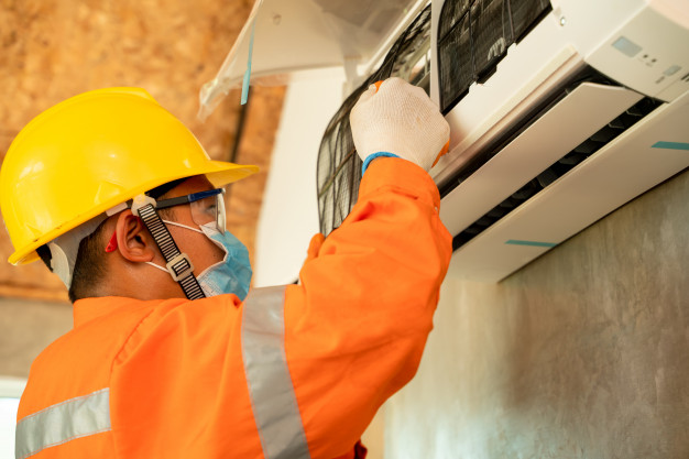 covid-19-limpeza-e-uso-do-ar-condicionado-durante-a-pandemia-tecnico-de-ar-condicionado-ar-condicionado-instalacao-eletricista